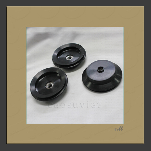 Suction cups for cosmetic packaging line