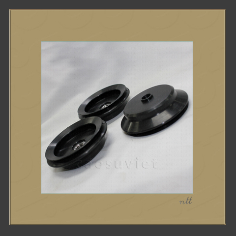 Suction cups for cosmetic packaging box